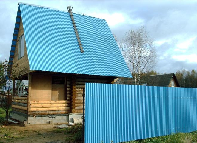 Крыша и забор из профнастила